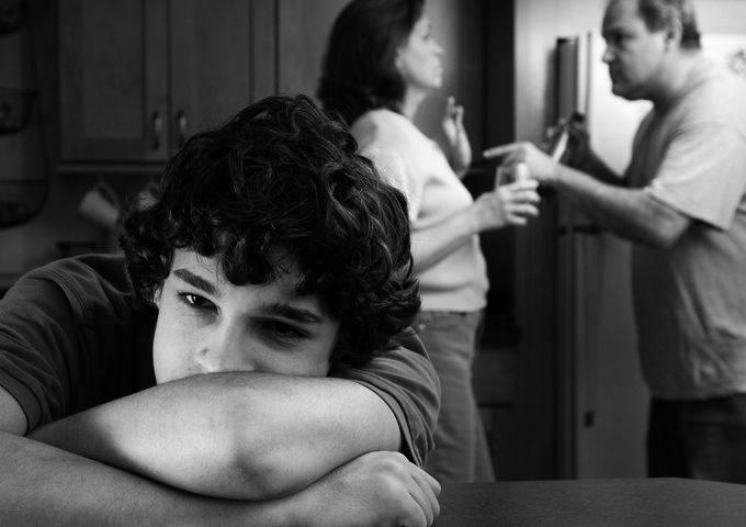 Ребенок очень страдает в семье алкоголиков