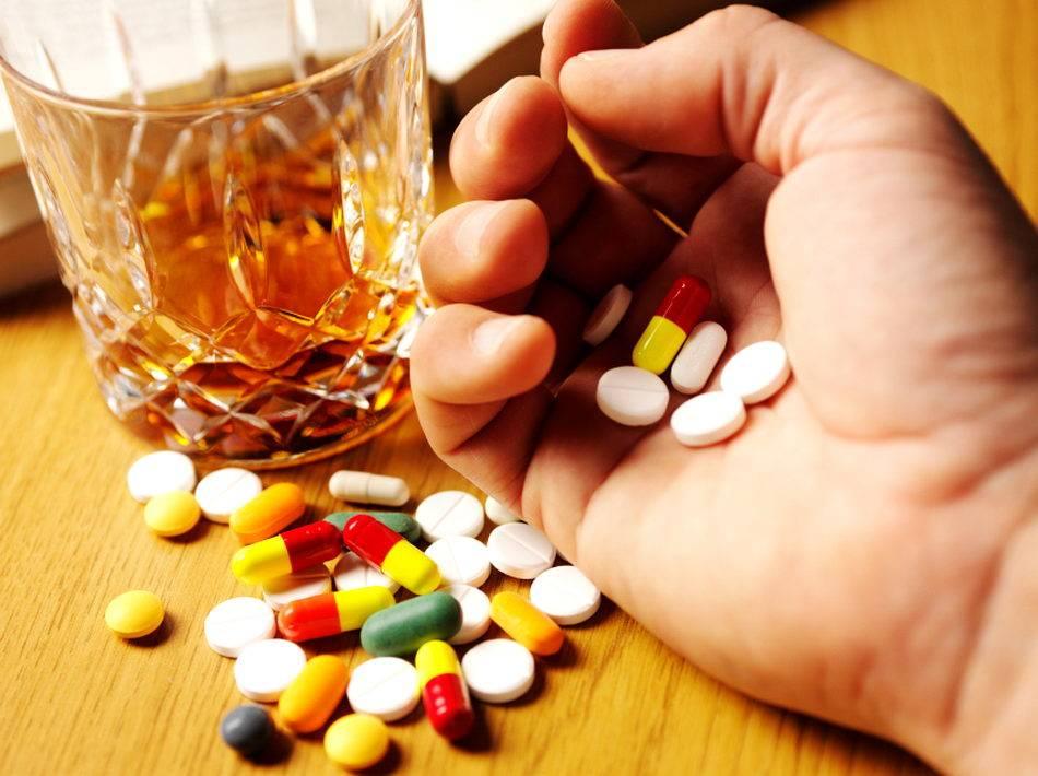 Принимаем таблетки и спиртное